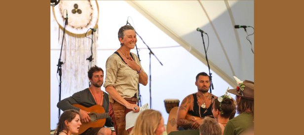 Zenergy trained Facilitator and Musician Kāren Hunter works with Presence and Collective Intelligence